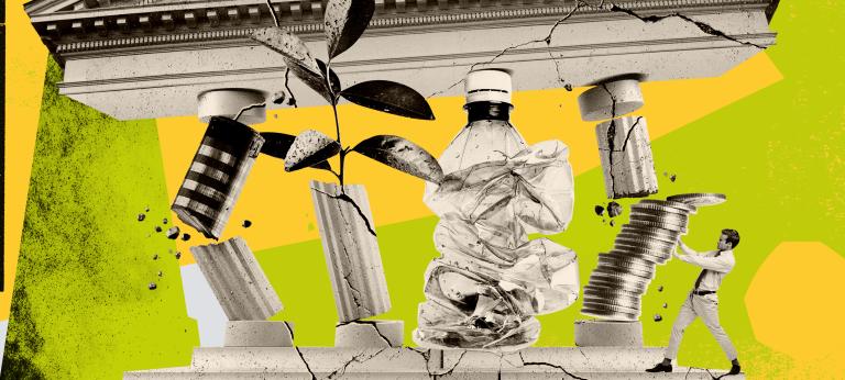 Die Collage zeigt einen antiken griechischen Tempel mit zerbrechenden Säulen, von denen eine aus einem Münzstapel und eine aus einer Plastikflasche besteht. (c) Klawe Rzeczy, Getty Images